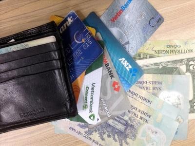 Có hay không rút tiền thẻ tín dụng không mất phí?
