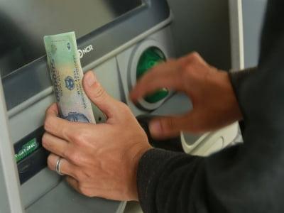 Vì sao không nên lạm dụng rút tiền thẻ tín dụng?