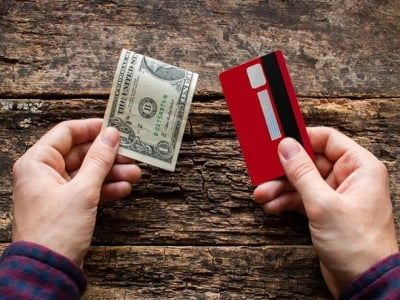 Có nên sử dụng dịch vụ rút tiền thẻ tín dụng tại nhà không?